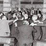 Ποιος αποστάτης του 1965 πρόσφερε στην Τουρκία τρία ελληνικά νησιά;