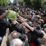 Ουρές για ένα πιάτο φαγητό ακόμα και σε Κηφισιά, Γλυφάδα στην Ελλάδα του Ευρωπαράδεισου !