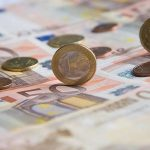 Το ευρώ σημειώνει μικρή άνοδο κατά 0,14% και διαμορφώνεται στα 1,1063 δολάρια