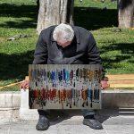 Μεγάλη πάταξη στην φοροδιαφυγή! Συνέλαβαν 82χρονο πού πουλούσε κομπολόγια